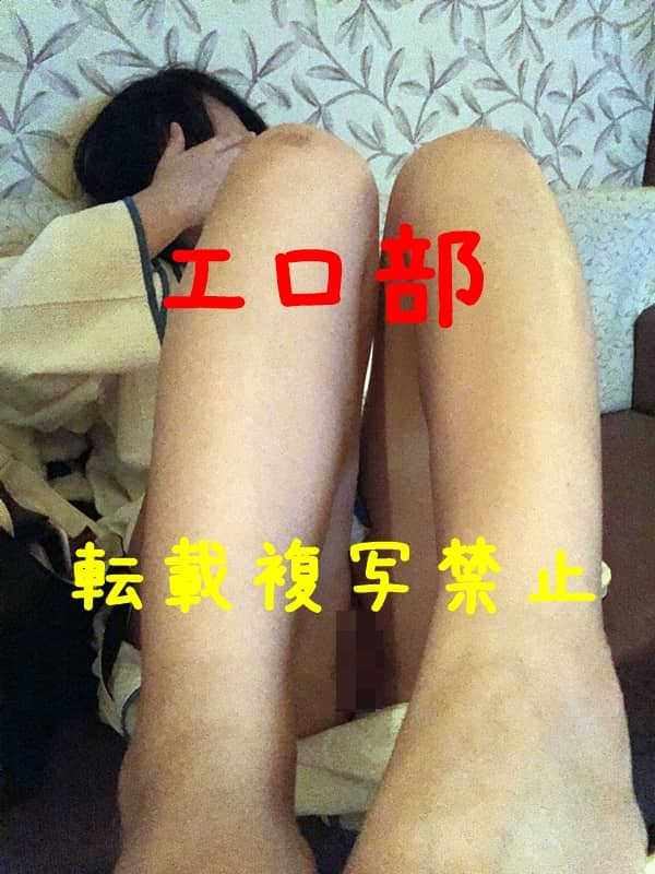 22歳の色白ムッチリの生脚ドアップ画像