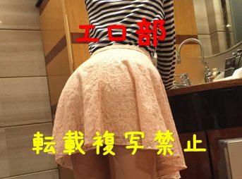 アパレル店長のスカート姿