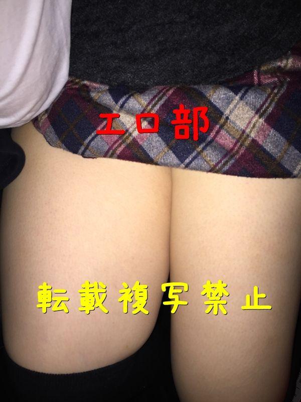 巨乳の変態娘の生脚